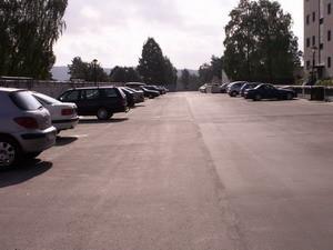 Her er parkeringsplassene på taket av garasjen
